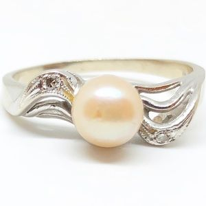 14k White Gold Cultured Pearl & Diamond Ring